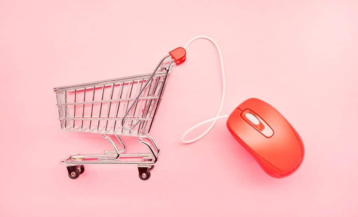 Wózek zakupowy i mysz komputerowa